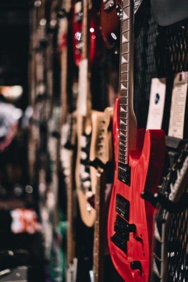 スタイルと予算からみる、はじめてのエレキギターとセット一式の選び方